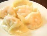 ■エビ水餃子 プリプリのエビが1ぴき丸ごと入った台湾風餃子。