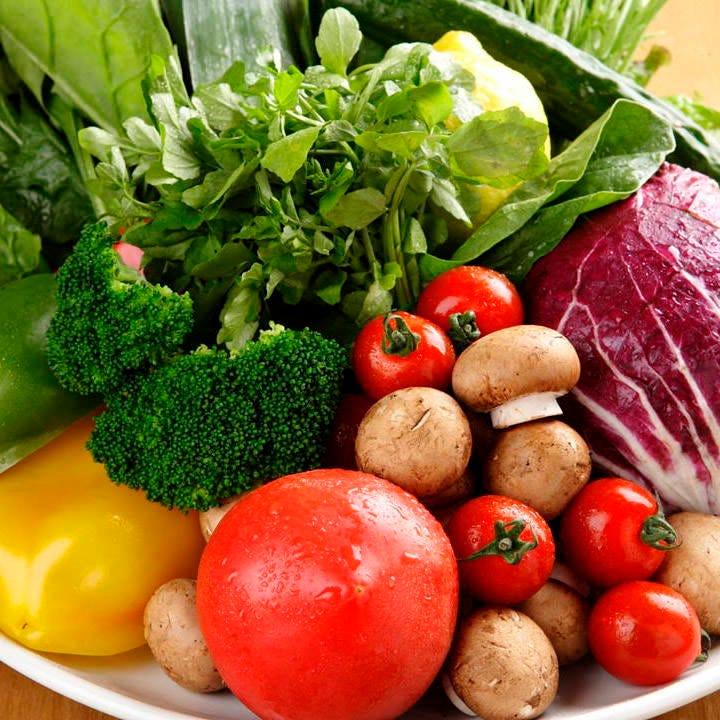 農家さんに直接訪問して仕入れる野菜は、みずみずしく新鮮!