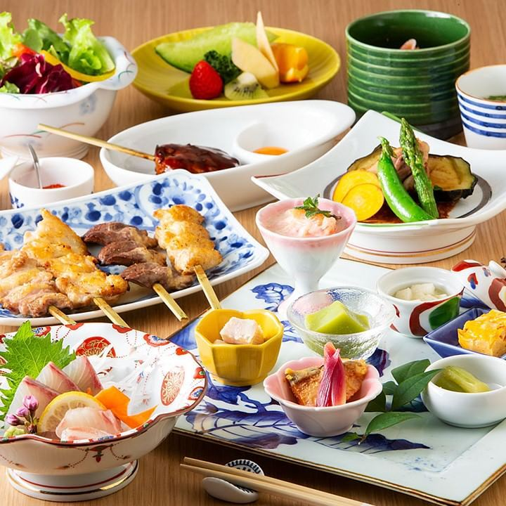 接待や会食にも◎新鮮なみつせ鶏や鮮魚など四季折々の味覚を堪能できる『はなれコース』<全8品>