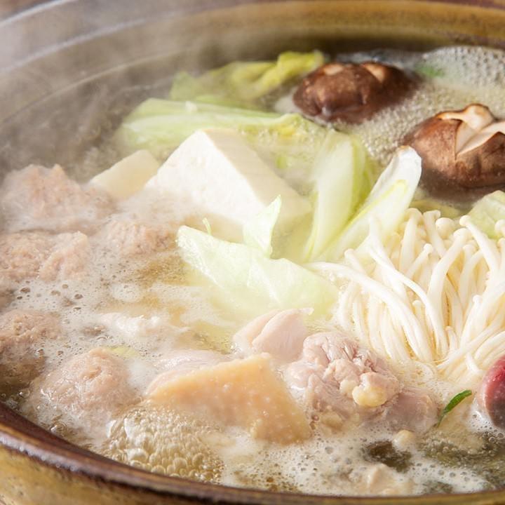 みつせ鶏の旨みがたっぷりの水炊きは絶品!柚子胡椒でどうぞ
