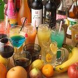 【超充実の飲み放題メニュー】  沢山の方が集まるご宴会も、飲み放題があれば安心◎定番の生ビールやサワーの他、中国料理と相性の良い紹興酒など、全80種類のドリンクをお愉しみ頂けます◎また、追加料金で100種類にグレードUPも可能!美味しいお酒がご宴席での会話を弾ませてくれます♪