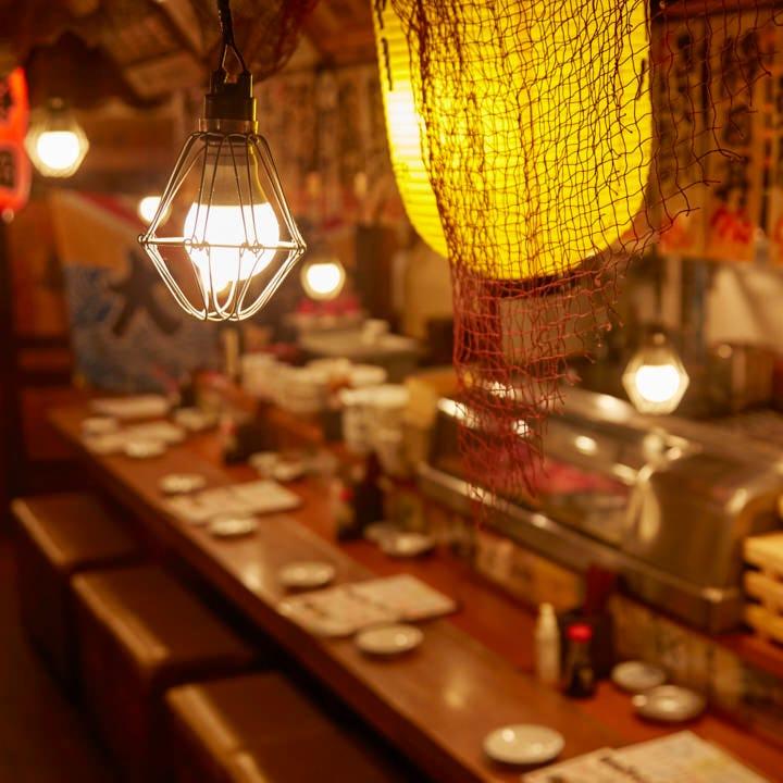 心地良い賑わい感が漂う、静岡の横丁ムードを醸している店内