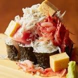 豪快かつ繊細!魚ます特選寿司に舌鼓「ぶっかけこぼれ寿司」