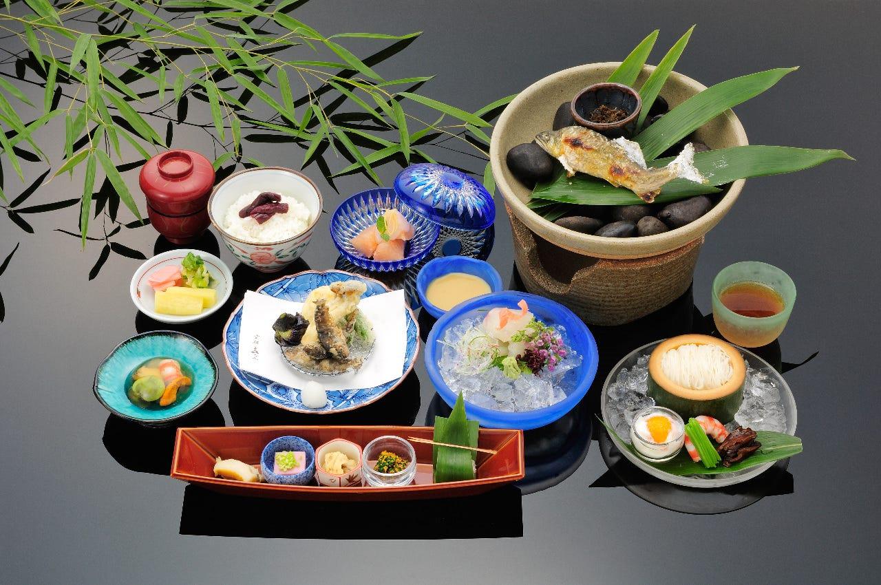 納涼川床料理 8,800円(税込)