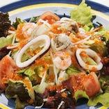 自家製ドレッシングの海鮮ザコバサラダ
