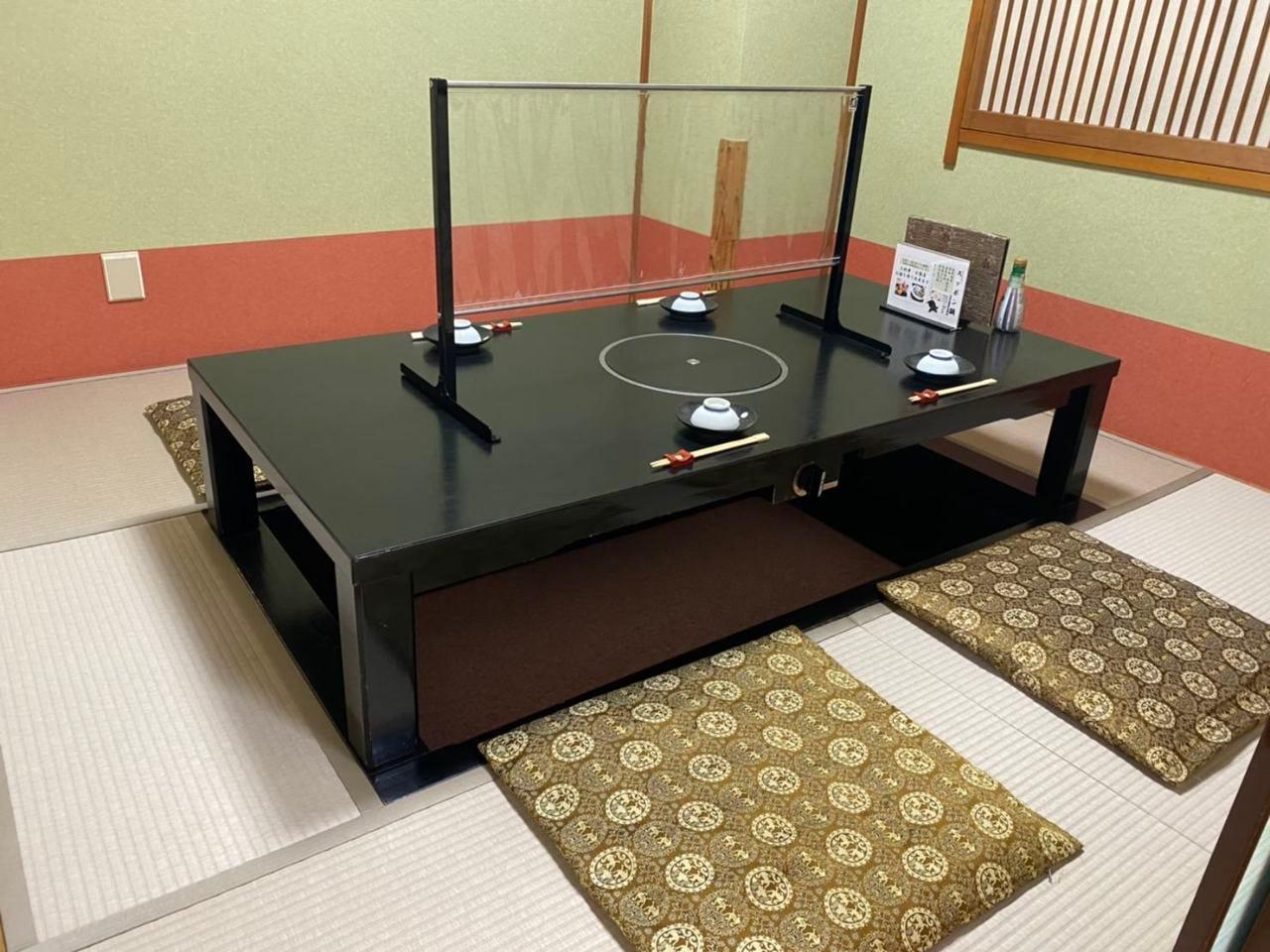 【4~6名様個室×2】様々な用途に利用可、換気扇完備個室
