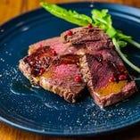 グラスフェッドビーフの赤身肉のタリアータ