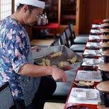 屋形船といえばこれ!揚げたて天ぷらは銘々盛りでご提供します