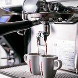 淹れたてのコーヒーをどうぞ