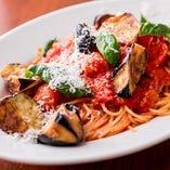 シチリア風揚げ茄子とバジリコのトマトソースのスパゲッティーニ