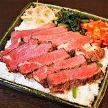 赤身の牛サーロインステーキ重は絶品です。デリバリーでもOK!
