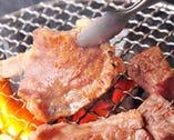 備長炭で丁寧に焼き上げ上質な肉の旨味を最大限に活かします