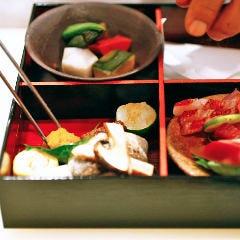 【6つ仕切り 松花堂弁当】テイクアウト 打ち合わせ・ちょっとした会食などにおすすめ