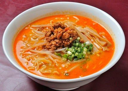 坦々麺900円(税込) コクのある胡麻スープが食欲をそそる。