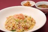 五目炒飯(ゴモクチャーハン=スープ・漬物付き)