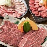 当店のコースでは鹿児島産の「黒牛」をリーズナブルにお楽しみいただけます!極上霜降りロース&カルビはとろけるおいしさ!
