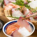 土鍋ご飯を追加注文でお客様好みの海鮮丼を作るのも楽しい!愛荘町の甘口醤油をかけて★