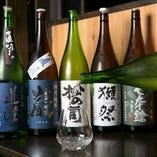 滋賀県をはじめ各地の蔵元から、丁寧な仕事で作られた地酒を取り揃えております。