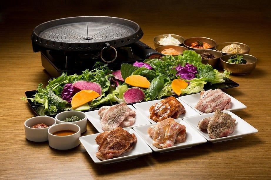 飲み放題付き 18種お野菜とサムギョプサル食べ放題 女性2,960円 男性3,460円