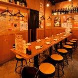 《テーブル席》一体感のある宴会が可能◎会社の宴会や暑気払いの会などにオススメです。6名様×1卓、4名様×2卓【最大16名様】