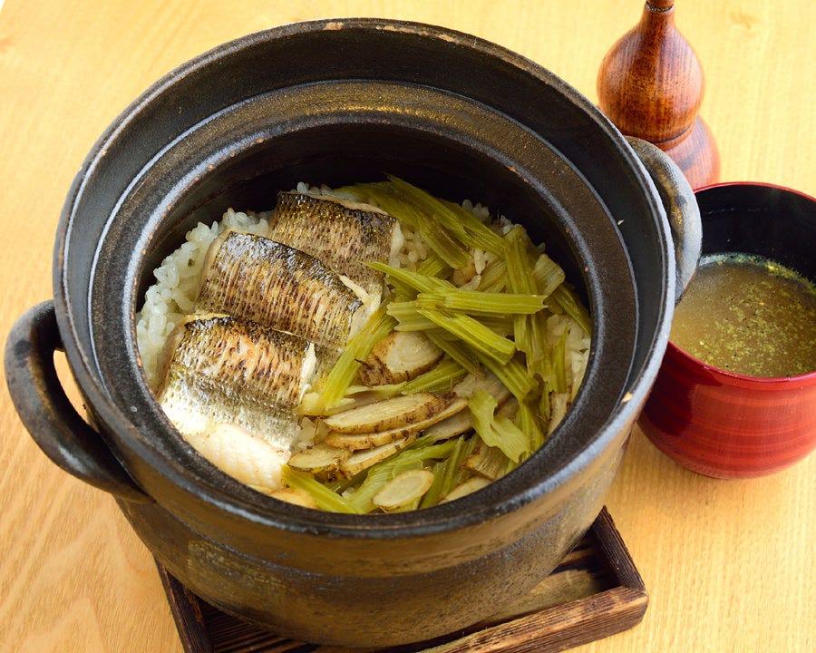 土鍋で炊いたご飯とみそ汁