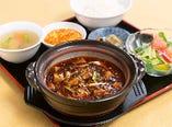 《ホリデーランチ》  名物 土鍋入り四川麻婆豆腐セット
