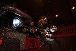 店内のミラーボールが雰囲気を盛り上げます★
