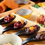 一匙に美味しさを詰め込んだ豪華食材と馬肉のマリアージュを堪能