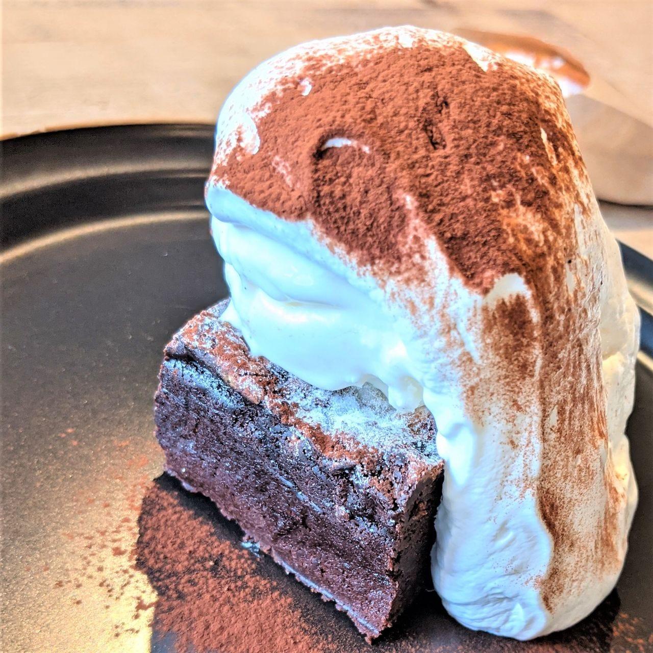 ケーキと相性抜群なジェラートと純生クリームとご一緒にどうぞ♪