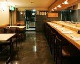 テーブル席は2名〜4名、2名〜8名ご用意できます。