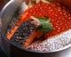 当店一番人気の鮭といくらの釜飯