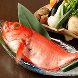 厳選食材を使用し、季節に合わせて食材をご用意しております。