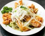 「上海名物 蒸し鶏の特製ねぎ醤油タレかけ」950円(税抜)
