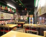 香港屋台風テーブル席