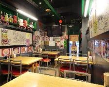 香港風屋台の店内は食堂にいるみたい