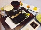 上黒カツヒレ膳…2,000円 黒カツヒレ単品…1,800円