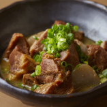 和風の味付けでトロトロになるまで煮込んだ牛タン煮込み