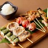 豚バラ肉と大根おろしが織りなすコッテリ→サッパリがクセになる美味しさ!特製串焼き