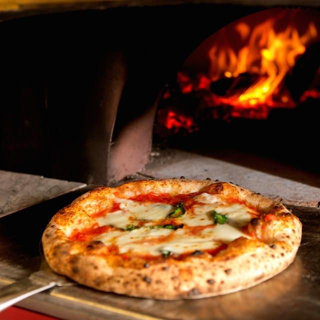 世界に認められたLOGICのピッツァ。25種類のバリエーション!