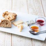 【おすすめ】4種のチーズ 盛り合わせ