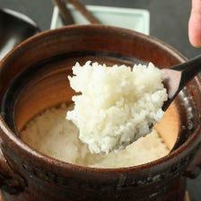 信楽焼のお鍋で炊き上げる土鍋ごはんが自慢。