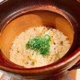 季節ごとの土鍋ご飯は具材の味がぎゅっと凝縮して、絶品です