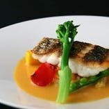 彩り、食感、香りを堪能できる季節の旬の食材を使ったコース料理