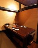 個室感あるプライベートボックス席。 2名様の利用に人気。