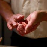 <丹念な仕事> 新鮮な食材と職人技が光る数々の料理。