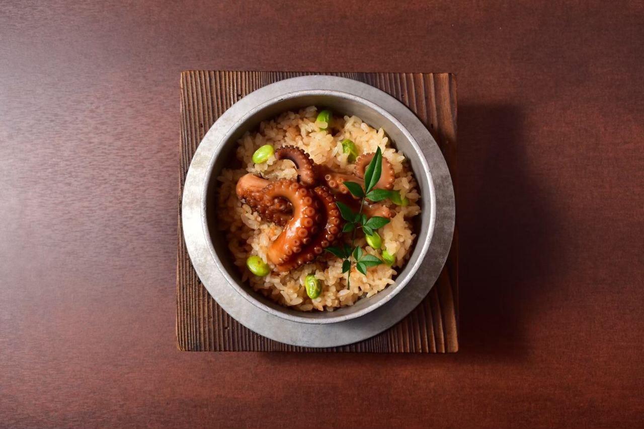 【人気】季節の釜飯(タコ釜飯)