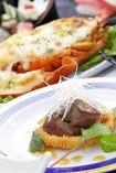 本格的な和食から洋食まで、職人による料理が楽しめます。