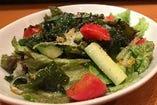 彩り豊かな海鮮サラダ