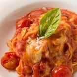 トマトとバジルとモッツァレラチーズのパスタ