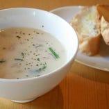 本日のスープ(バターかガーリックのバゲット付き)